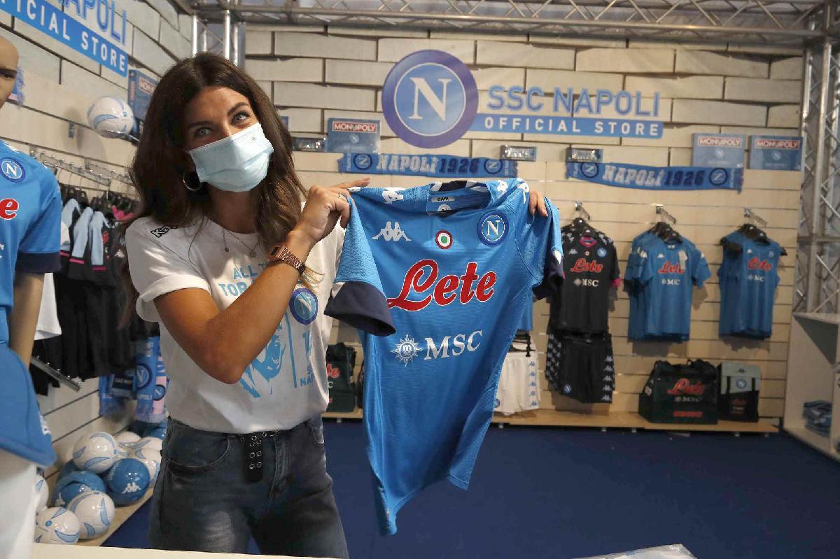 Castel di Sangro, svelata la nuova maglia della SSC Napoli, è la
