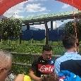 Mario Rui firma autografi all'esterno del Comunale di Carciato, ressa notevole per il portoghese [VIDEO CN24]