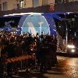 """Pullman del Napoli lascia l'hotel, tifosi partenopei scatenati: """"Devi vincere!"""" [VIDEO CN24]"""