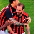 Milan-Juventus, Higuain perde la testa! Pipita espulso, urla di tutto a Mazzoleni: portato via di peso [VIDEO]