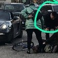 Inter, incidente per Lautaro Martinez con la sua Porsche: investita donna in bici [FOTO]