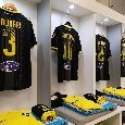 """Frosinone su Twitter: """"Tutto pronto nello spogliatoio giallazzurro, oggi total black"""" [FOTO]"""