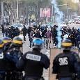 Coppa Italia, scontri prima di Lazio-Atalanta tra ultrà e Polizia: auto dei vigili incendiate