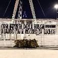 """Protesta choc a Torino contro la Juventus, sacchi di banconote fuori lo Stadium: """"Cosa importa della bolgia..."""" [FOTO]"""
