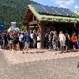 File lunghissime all'esterno di Carciato: cancelli ancora chiusi [FOTO E VIDEO CN24]