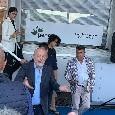 De Laurentiis arriva a Carciato tra gli applausi: tantissimi tifosi attendono il presidente azzurro [VIDEO CN24]