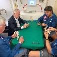 """Napoli arrivato a Detroit, partita a carte in aereo: """"Indovinate chi ha vinto..."""" [FOTO]"""