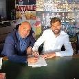 Llorente e gli agenti nella sede della Filmauro, le immagini della firma sul contratto con Trimboli [FOTO]