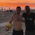 Younes show, calcio tennis in spiaggia con i tifosi azzurri! [VIDEO]