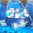"""Insigne show, canta a squarciagola """"Quel ragazzo della Curva B"""" con Nino D'Angelo e Gigi D'Alessio [VIDEO]"""