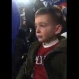 Crisi Napoli, il piccolo tifoso azzurro in lacrime al San Paolo dopo il fischio finale [VIDEO]