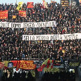 """Conte, durissimo striscione nella sua Lecce: """"Uomo senza identità, sei la m*** della nostra città"""""""