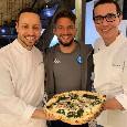 Mertens da Sorbillo con quindici amici, ha festeggiato i 121 gol con una pizza classica napoletana! [FOTO]