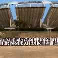 """""""Noi non siamo secondi a nessuno"""", striscione tifosi Bari contro De Laurentiis: temono di essere una succursale del Napoli"""