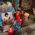 L'amore di Napoli per Maradona: raduno fuori al San Paolo con candele, fiori, cori e striscioni! [VIDEO CN24]