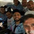 Selfie in aereo per festeggiare la vittoria di San Siro, Insigne raggiante! [FOTO]