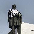 """""""Garibaldi era juventino"""", spunta la maglia bianconera sulla statua a Napoli! [FOTOGALLERY]"""
