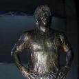 Gazzetta - Il Comune ha rischiato di bestemmiare Diego: due ricorsi al TAR per il bando sulla statua
