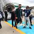 Italia, Azzurri atterrati in Inghilterra: c'è anche Spinazzola! Applausi per il calciatore infortunato [FOTO]