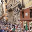 """""""Chi non salta un inglese è!"""" Florenzi e Insigne scatenati fra la folla a Roma nella festa dell'Italia [VIDEO]"""