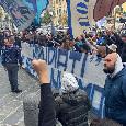 """""""Ripudiati ma sempre innamorati"""", gli ultras di Curva B all'esterno dell'hotel del Napoli [FOTO]"""