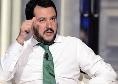 """Salvini stringe la mano ad un capo ultra del Milan pregiudicato: """"Sono anche io un indagato!"""""""