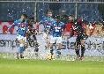 """Tuttosport incorona gli azzurri: """"Nella tormenta di Marassi fa festa il Napoli! Ancelotti ed un pizzico di fortuna issano i partenopei al secondo posto"""""""