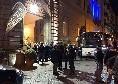 Tifosi nerazzurri all'esterno di Palazzo Caracciolo: in 150 ad attendere la partenza del pullman dell'Inter [VIDEO]