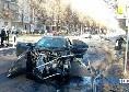 Terribile incidente a Torino: una volante della Polizia si scontra con un'auto dei giocatori della Juventus, finiscono tutti in ospedale [FOTOGALLERY]