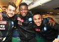 Napoli in partenza verso Cagliari: i sorrisi di Younes, Ounas e Diawara [FOTO]