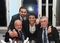 Cena SSC Napoli, il resoconto: Ancelotti canta Renato Zero, Mertens versione gospel. Ciuccio azzurro sul babà a quattro piani [FOTOGALLERY]