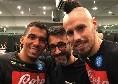Allan e Hamsik regalano una catena d'oro al loro barbiere di fiducia! [FOTO&VIDEO]