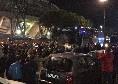 Napoli-Lazio, azzurri arrivati al San Paolo: applausi dai tifosi all'esterno dello stadio [VIDEO CN24]