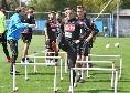 """SSC Napoli comunica: """"Allenamento iniziato"""". Mertens e Younes prendono in giro il cameraman [VIDEO]"""