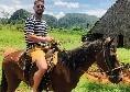 Mertens se la spassa a Cuba: tra un sigaro e una gita a cavallo [FOTO]