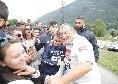 Tommaso Starace idolo dei tifosi: il magazziniere azzurro si ferma all'esterno di Carciato per selfies ed autografi [FOTO E VIDEO CN24]