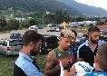 Malcuit alla sessione di autografi all'esterno del campo di Carciato: tanti tifosi in attesa [VIDEO CN24]