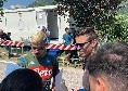 Dimaro 2019, Gaetano agli autografi: tanti tifosi per il biondo centrocampista [FOTO e VIDEO CN24]