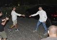 Elif Elmas è arrivato allo Sporthotel Rosatti, il macedone accolto dai dirigenti del club azzurro: tanti tifosi ad attenderlo [VIDEO CN24]