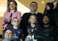 Lozano accompagnato da moglie, figlie, la legale brasiliana Rafaela Pimenta di fiducia Raiola e due tate!