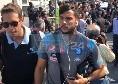 Napoli in partenza per Firenze, azzurri concentrati: Insigne e Mertens blindatissimi, Verdi e Edo De Laurentiis se la ridono [VIDEO CN24]