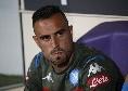 Maksimovic battibecca con il guardalinee durante il riscaldamento: cartellino rosso per il difensore azzurro