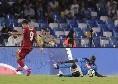 """Koulibaly cade al suolo dopo un duello con Salah, il senegalese ironizza: """"Chi ha detto che non so nuotare?"""" [FOTO]"""