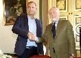 """""""Se sono 40 consiglieri perché 100 biglietti gratis?"""", ADL ironizza a palazzo San Giacomo prima della firma"""