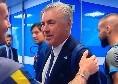 Tutino torna a Napoli, abbraccio e saluti negli spogliatoi con Ancelotti e staff azzurro [VIDEO]