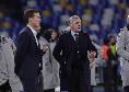 Ovazione per Ancelotti al fischio finale: il tecnico saluta gli azzurri uno ad uno [VIDEO CN24]