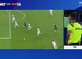 Napoli-Parma, Di Bello prima assegna un rigore agli azzurri e poi lo toglie dopo aver visto il VAR [FOTO]