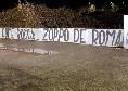 """Serie A, striscione choc dei tifosi della Lazio a Trigoria: """"Zaniolo come Rocca, Zoppo de Roma"""" [FOTO]"""