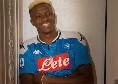 Osimhen non sta più nella pelle: sui social pubblica una nuova foto con la maglia del Napoli [FOTO]
