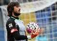 Genoa, rinviata la partenza per Napoli dopo la positività di Perin: nuovo giro di tamponi alla squadra